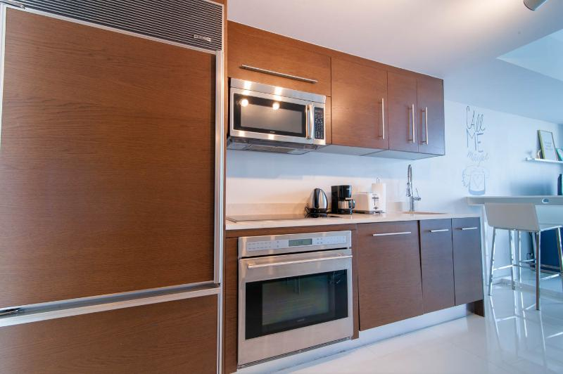 Equipped kitchen with top notch appliances: sibZero fridge, Bosch diswasher, Wolf cooking range...