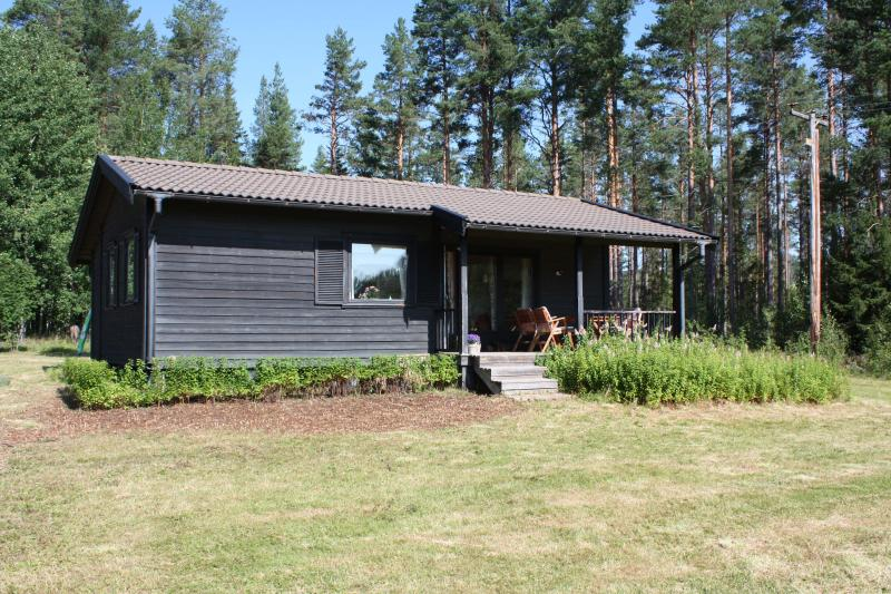 Swedish cottage to relax in silence and clean air, holiday rental in Midnight Sun Coast