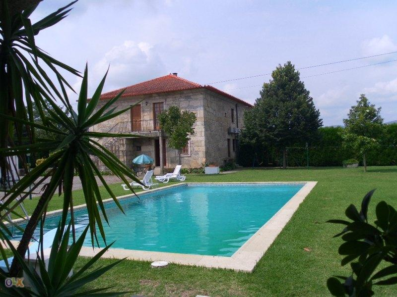 Arrenda-se casa rústica com piscina e jardins - 15, casa vacanza a Caldelas
