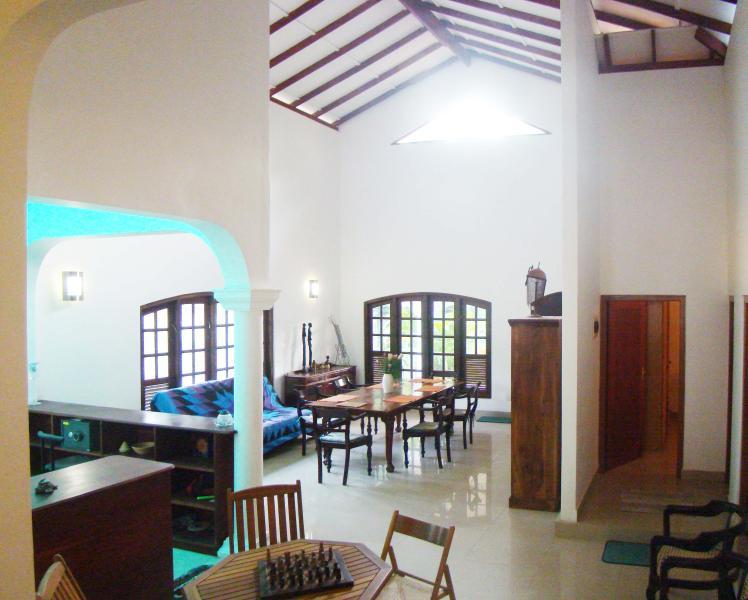 Zone de duplex cuisine/salle à manger/séjour