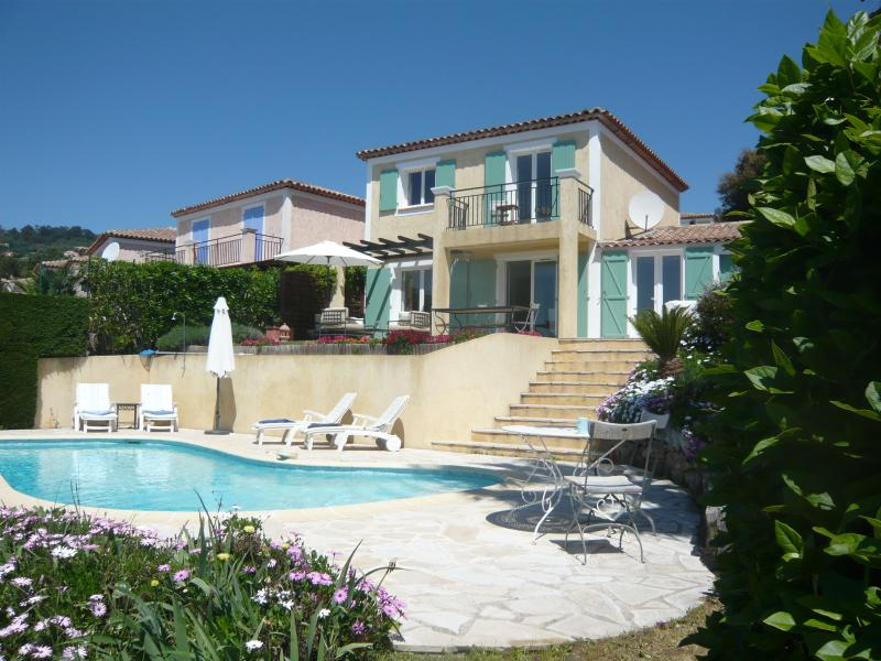 JdV Holidays Villa Laurier, modern with private pool and superb views to the sea, holiday rental in Mandelieu-la-Napoule