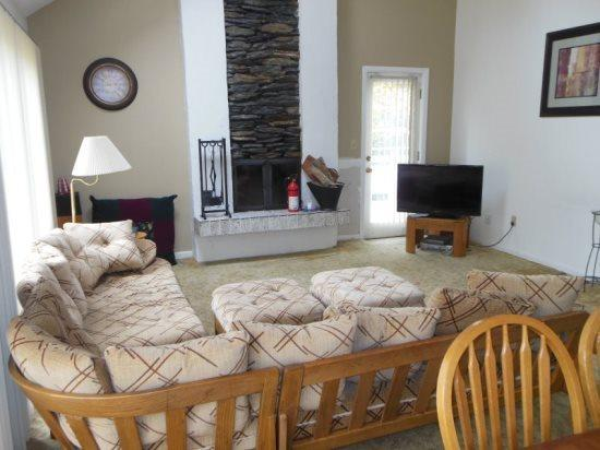 Moose Lodge - Living Room