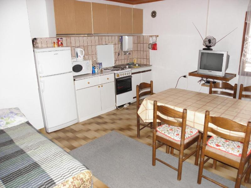 A1(6+1): kitchen and dining room