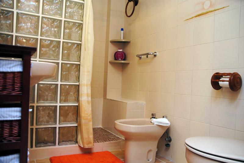 Baño completo suite principal