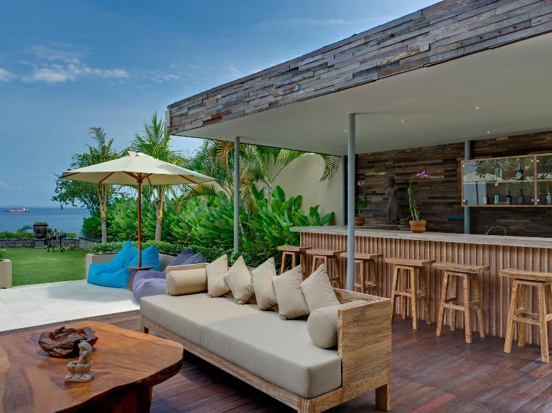 Villa Asada - Poolside bar and lounge