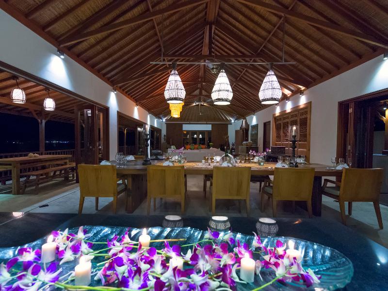 Villa Asada - Indoor living area - long view