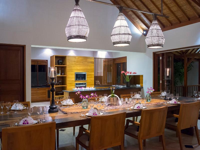Villa Asada - Dining table set up