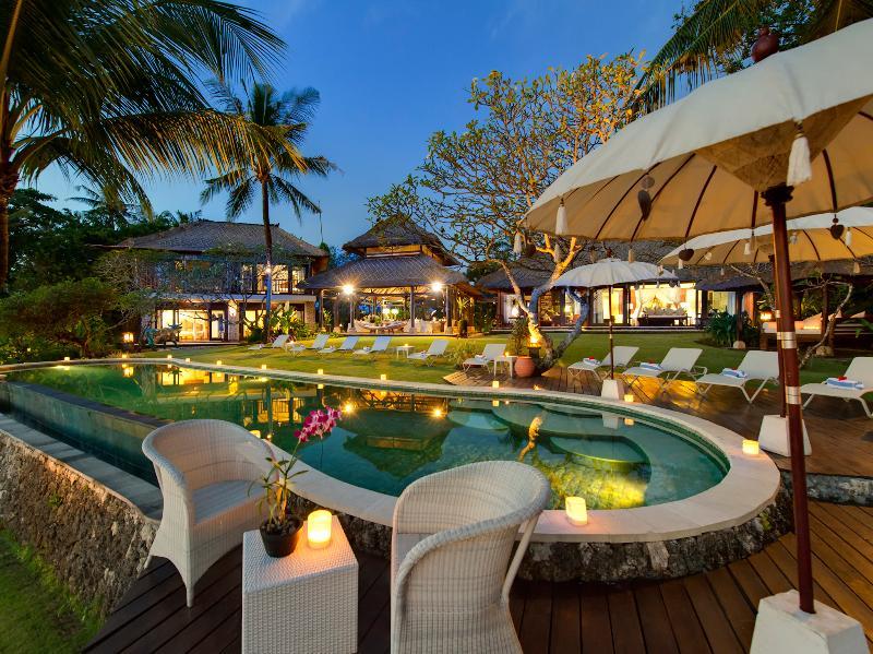 Villa Sungai Tinggi - Poolside in the evening