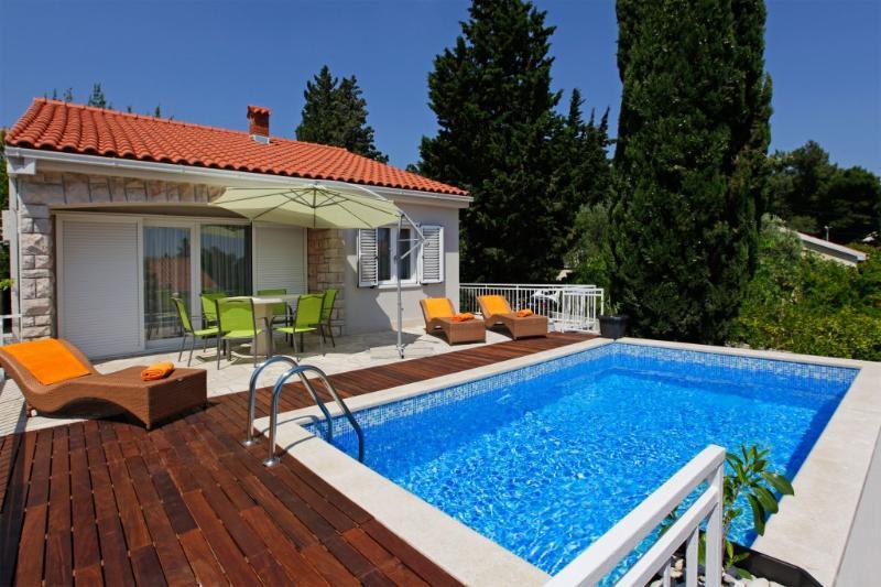 POOL-BEACH-ZLATNI RAT - Villa Oleandra, vacation rental in Bol