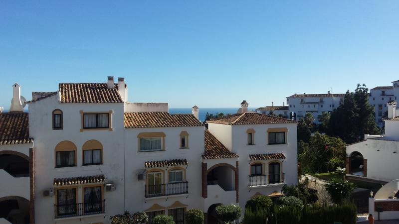 Charming 2 bed apt in Calahonda with great views, holiday rental in Sitio de Calahonda