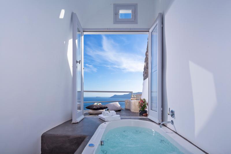 White Pearl Secret Escape Villa, vacation rental in Oia