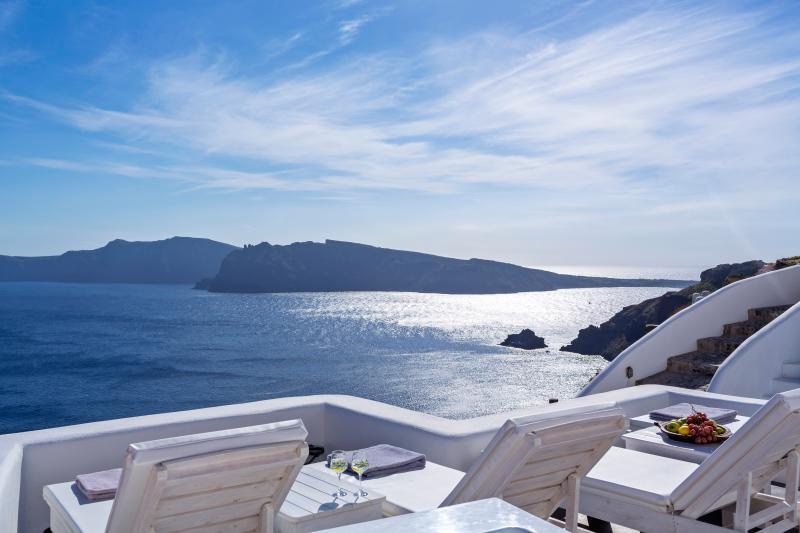 White Pearl Mystic Luxury Villa I, holiday rental in Oia