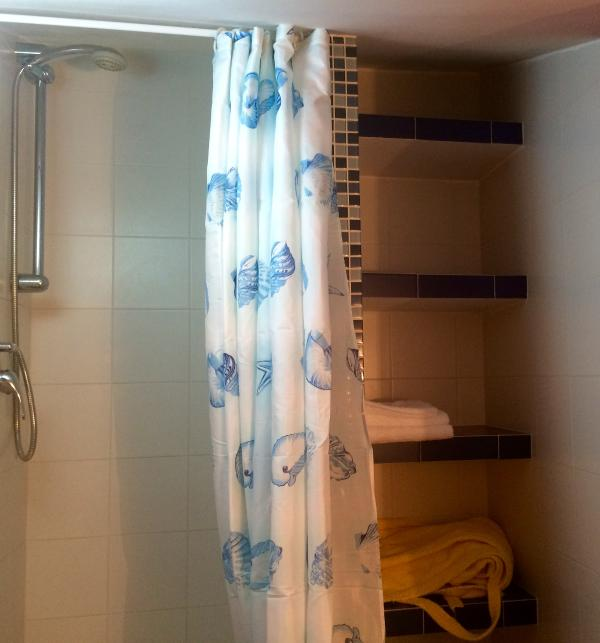 2 recensioni e 22 foto per bello economico super attico - Bagno roma marinella di sarzana ...