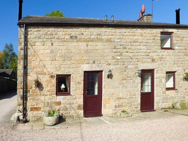 RAMBLER'S COTTAGE, stone-built, large lawned garden, pet-friendly, walks from, holiday rental in Tansley