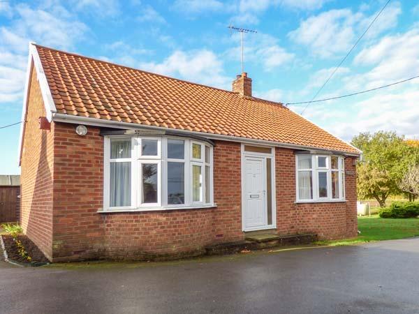 GLENHAVEN, single-storey cottage, country village setting, garden, Sweffling, vacation rental in Badingham
