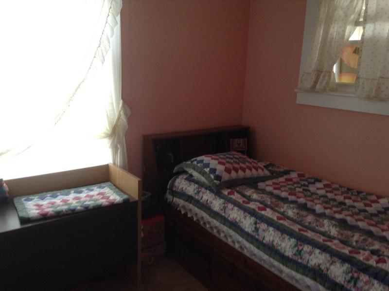 Capitanes cama con armario ... ventiladores en cada habitación