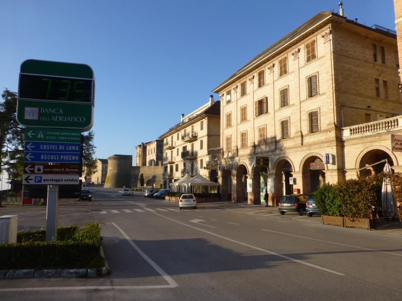 appartamento LEOPARDI 35/B, holiday rental in Colli Del Tronto