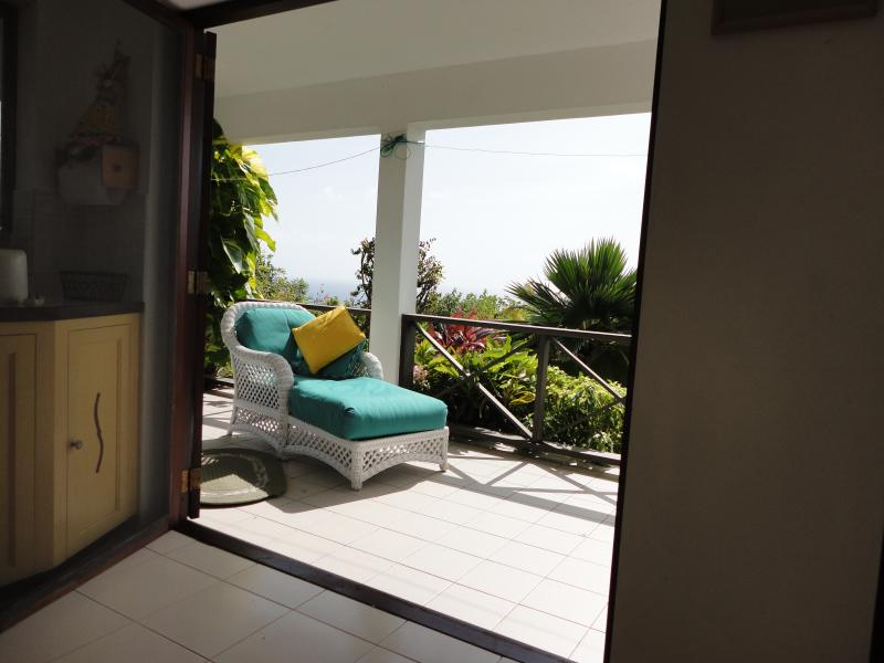Very comfortable apartment with lovely views over garden and sea view. Morning sun Cooling Breezes