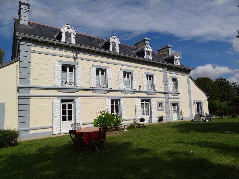 Le Tilleul - Gîte avec vue sur le Mont Saint-Michel, vacation rental in Courtils