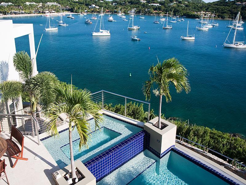 Vista do deck da piscina da plataforma de visualização superior