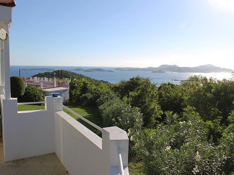 Vues sur l'océan et la terrasse de la cour privée