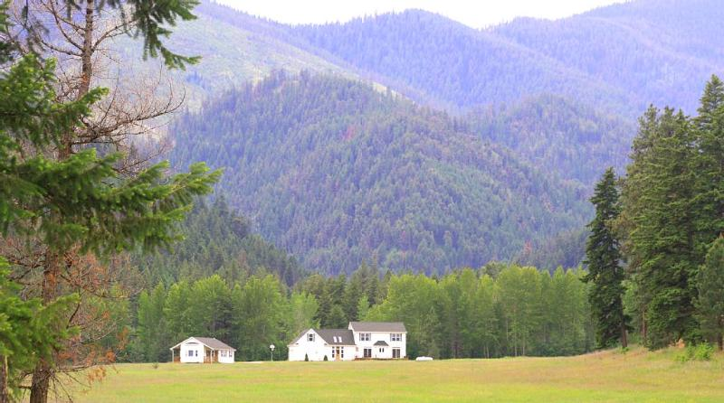 Deep Creek Missoula Montana Retreat- Peaceful Mountain Meadow home and guest house- Sleeps 17