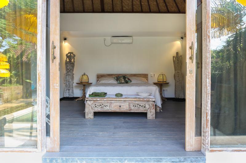 Master bedroom, private bathroom, fan, air con