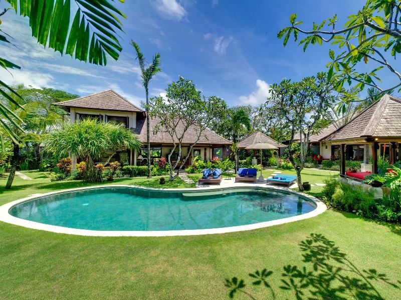 Villa Kakatua, 4BR, Canggu, holiday rental in North Kuta
