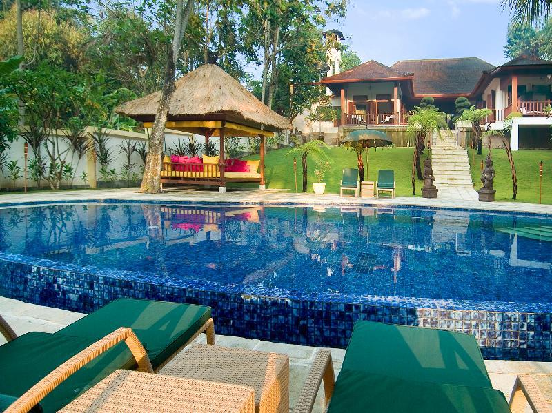 1. Villa Mako - The villa during the day