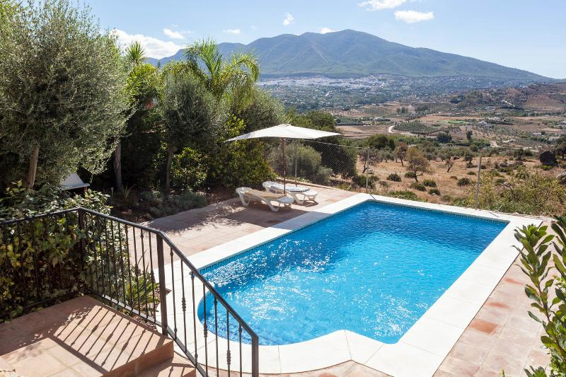 Casa Sunflower Villa Fantastic views a private pool2+(1bed OPTIONAL apartment), holiday rental in Coin