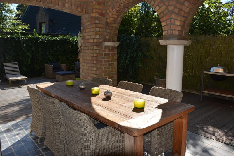Centraal gelegen villa met 4 slaapkamers (10 bedde, holiday rental in Sint Andries
