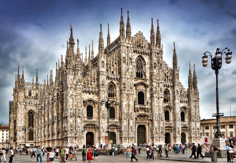 Milan - 15 minutes en voiture - trains toutes les 20 minutes de Lissone et Monza