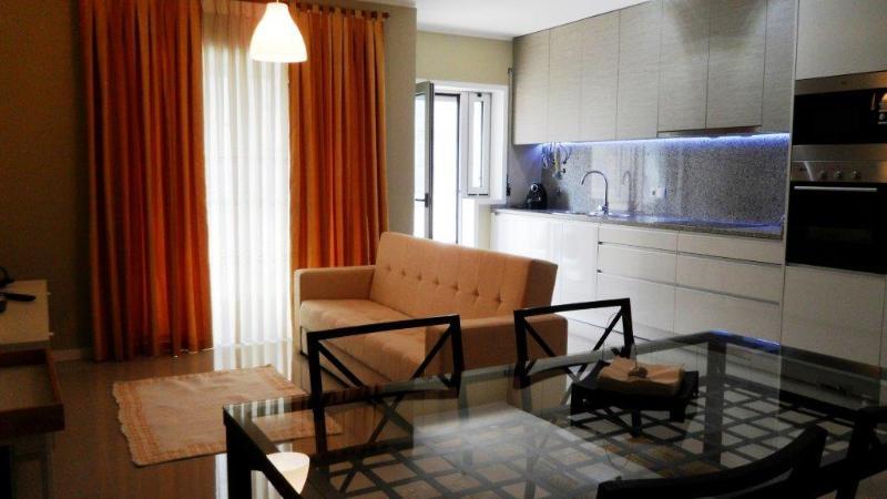 Ferias povoa de varzim apartamento T3, holiday rental in Laundos