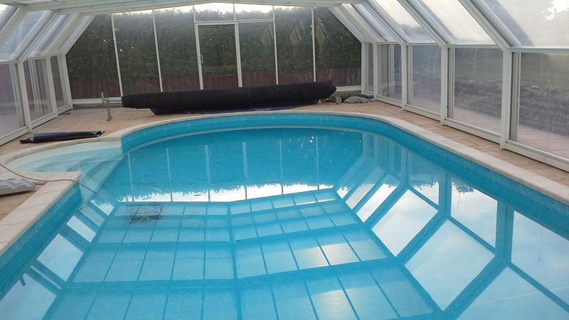 chambre d hote dans grande maison au calme piscine, location de vacances à Beauvoir-de-Marc