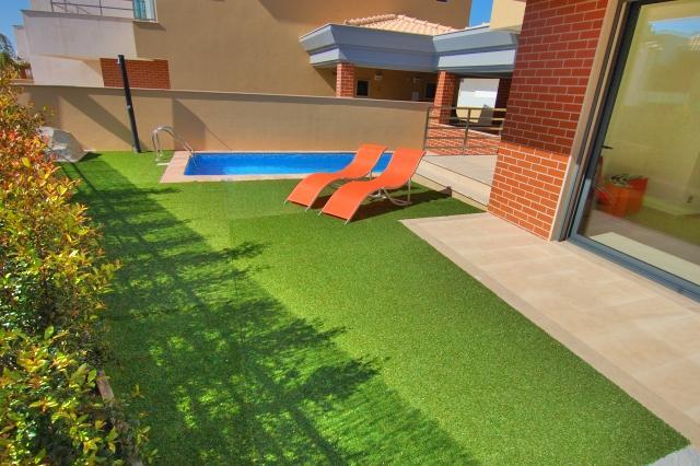 Garten-und Poollandschaft
