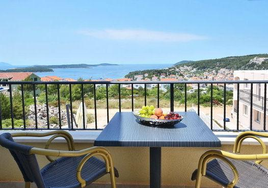 Nice Royale 3-with pool, holiday rental in Brusje