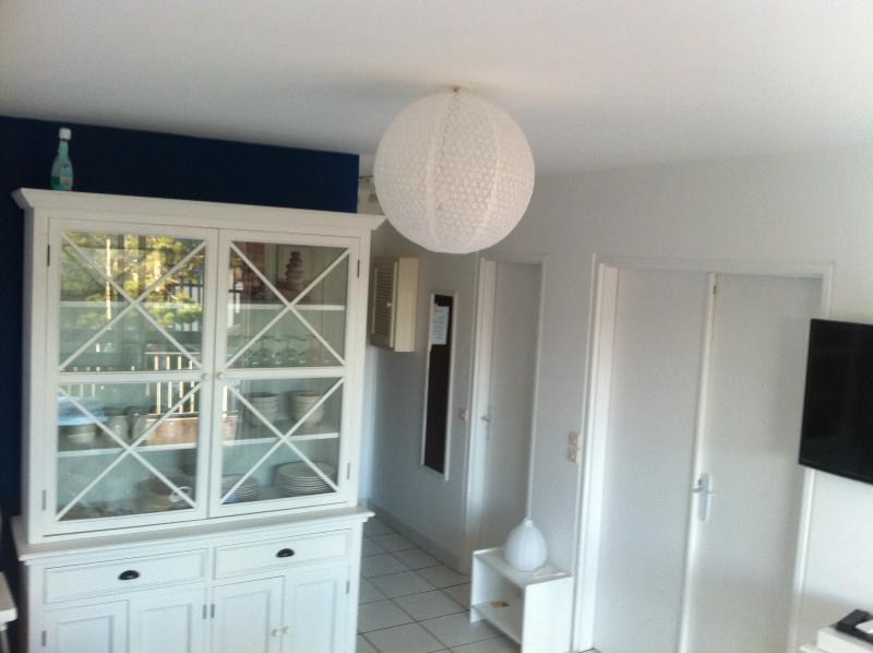 NICE FLAT  50M FROM BEACH AND NEAR CENTER, vacation rental in Cabourg