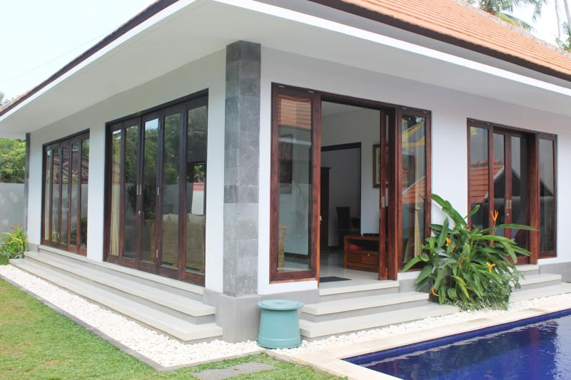 Enjoy our very open design. So you can take in the beautiful sun of Bali throughout the house.