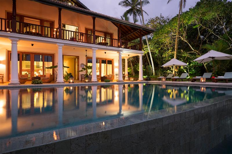 Luxury Oceanfront Villa, vacation rental in Weligama