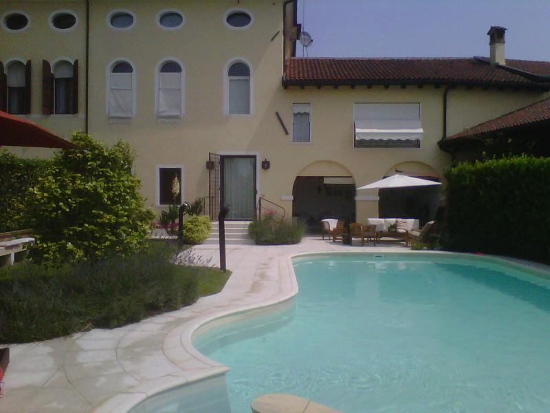 Elegant Dependance in a smart Garden near Venice, holiday rental in Quarto D'Altino