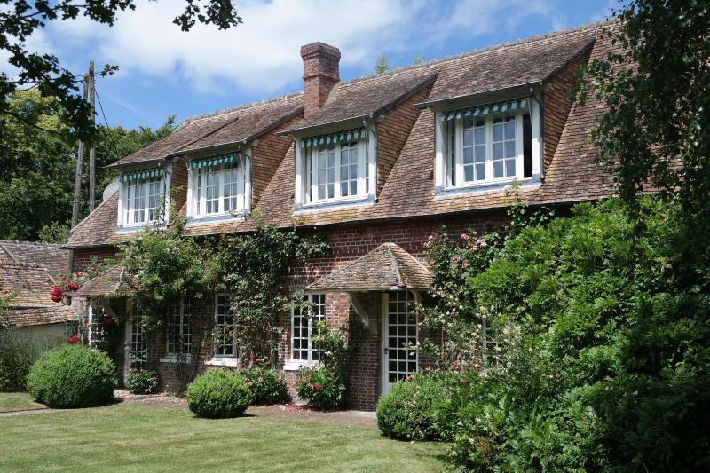 Normandie Cottage Anglo Normand à 1 heure de Paris, location de vacances à Poses