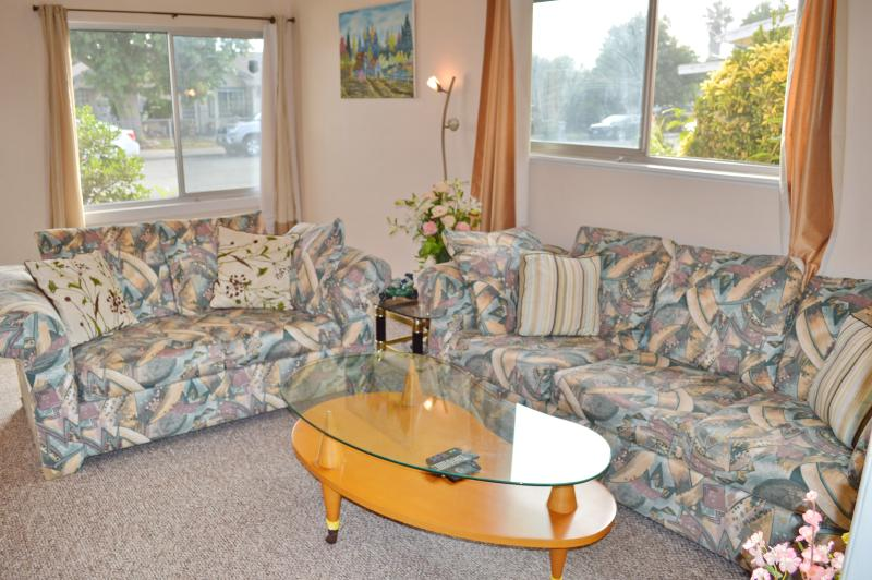 Sunny Family House 3 Bedroom 2 Full Bath 12 beds in Fremont, holiday rental in Union City