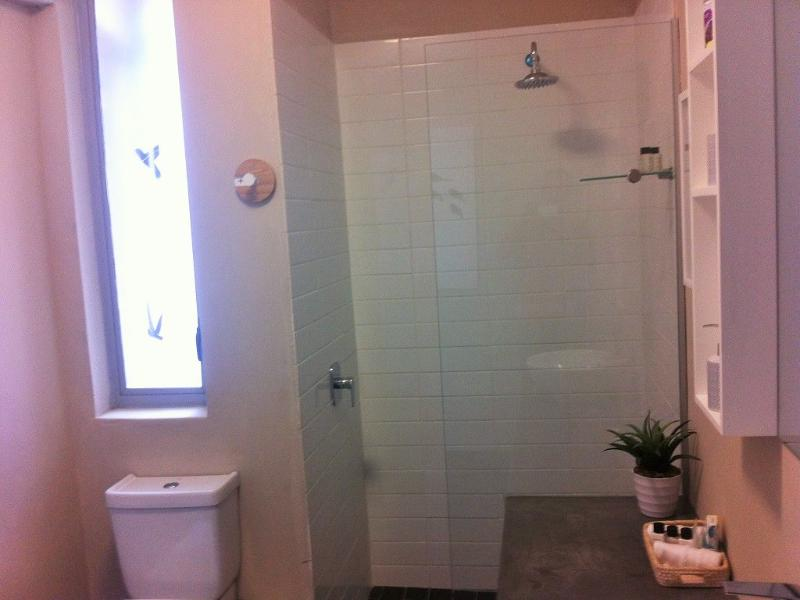 Ensuite bathroom with complimentary shower-gel, shampoo & soap