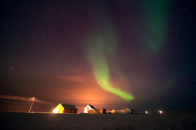 You can stay in the Ekkerøy house at left. The northern light is included! Photo:Bjarne Riesto