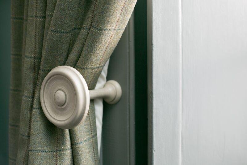 Original shutters as well as heavy tartan curtains - double insulation!
