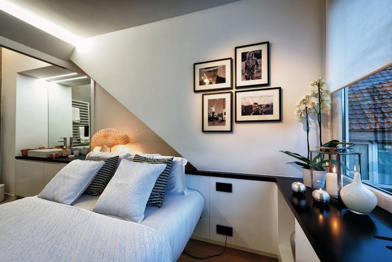 Bedroom with Queen Sized Bed / Flatscreen TV