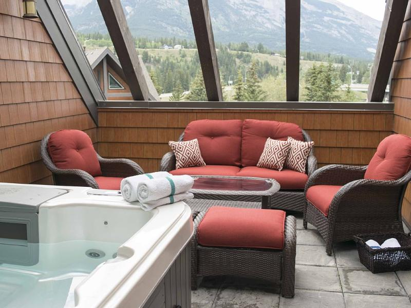 Gorgeous Penthouse With Private outdoor Hot Tub - 1, location de vacances à Les Rocheuses canadiennes