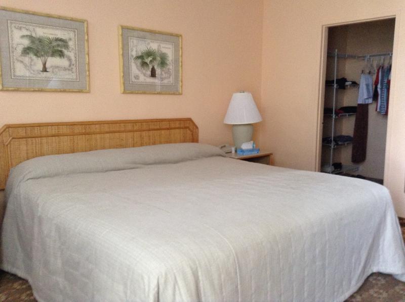 8 º piso un dormitorio. Restaurante, bar y tienda de conveniencia en las instalaciones. Internet y Wi-Fi disponible.