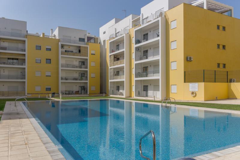 Marley Yellow Apartment, Armação de Pêra, Algarve, casa vacanza a Pera