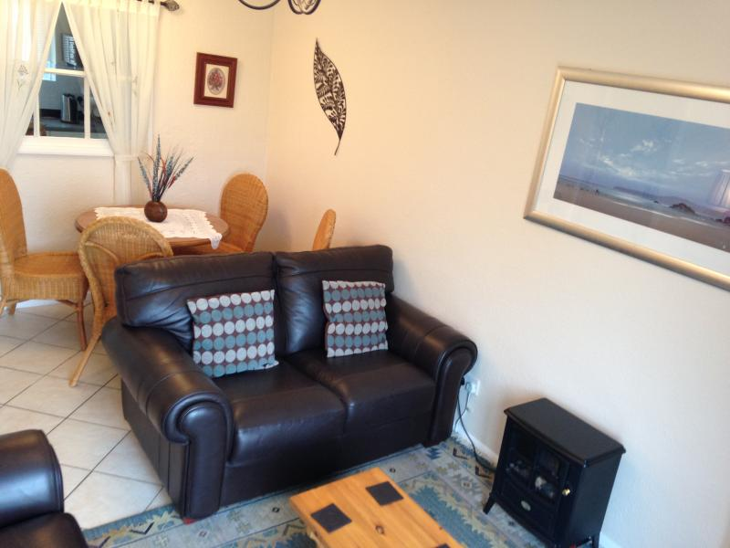 Relax in this comfortable two bedroom holiday home with beautiful sea views